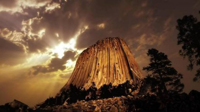 Башня Дьявола – самая загадочная скала Америки S6873395